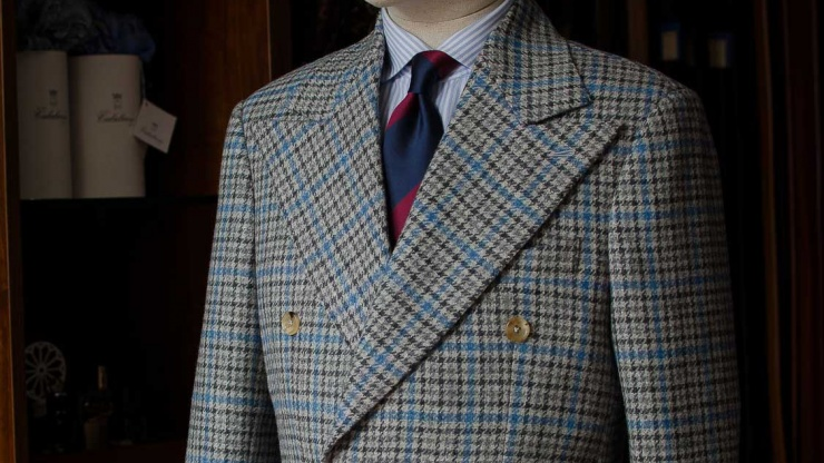Double Breasted Tweed Suit với vải Tweed đặc biệt từ Holland & Sherry.